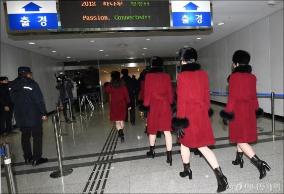 [사진]떠나는 북한 예술단