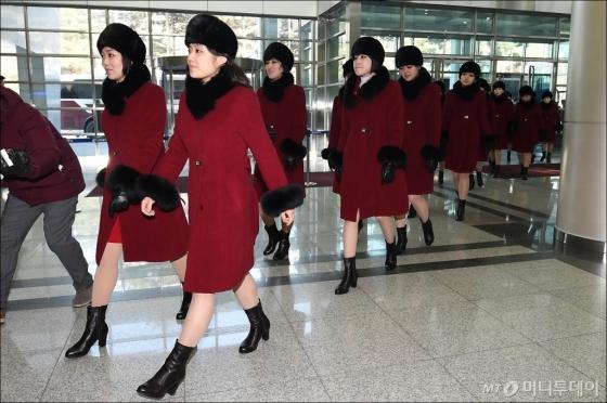 [사진]북한 예술단, '출경'