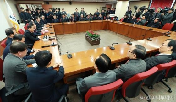[사진]늘푸른한국당, 자유한국당 입당