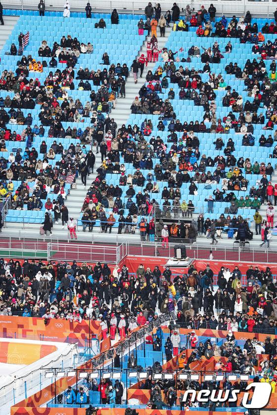 [사진]한파에도 평창 올림픽 경기장 찾은 관중들