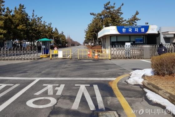 [사진]폐쇄 결정된 한국GM 군산공장, 앞은 썰렁