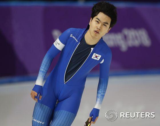 [사진]기록 확인하는 김민석