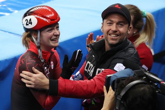 캐나다의 킴부탱이 13일 강원도 강릉 아이스아레나에서 열린 쇼트트랙 스피드 스케이팅 여자 500m 결승 경기에서 동메달을 차지한 뒤 기뻐하고 있다. /강릉=뉴스1