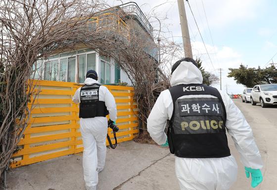 지난 11일 제주시 구좌읍 한 게스트하우스에서 숙박을 하던 20대 여성이 목이 졸려 살해된 채 인근 폐가에서 발견됐다./사진=뉴스1