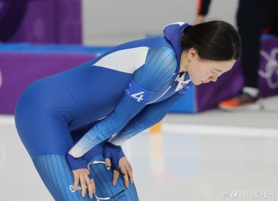 19일 여자 스피드스케이팅 팀추월 경기에서 레이스를 마친 노선영. /강릉=김창현 기자<br />