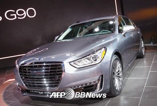 2016년 1월 미국 미시간주 디트로이트에서 열린 자동차쇼에서 첫선을 보인 제네시스 G90/AFPBBNews=뉴스1
