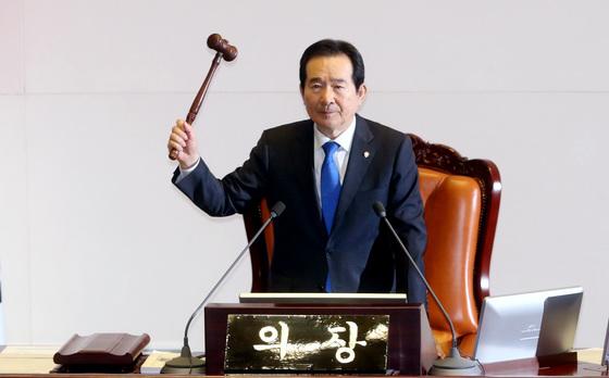 정세균 국회의장이 5일 오후 서울 여의도 국회 본회의장에서 열린 제357회 국회(임시회) 제1차 본회의를 개의하고 있다. /사진=뉴스1