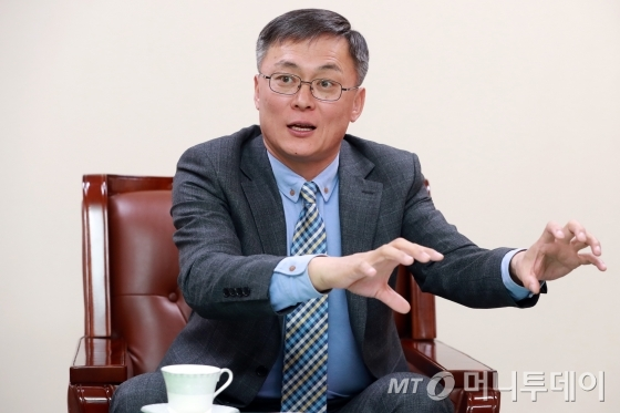 강성주 우정사업본부장이 미래 30년 우정사업본부의 미래를 설명하고 있다. /사진=임성균 기자.