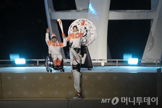 평창 패럴림픽 개막…성화 최종 점화 컬링 김은정·서순석