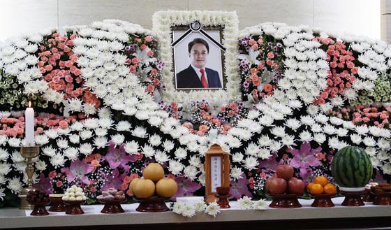 故 조민기의 빈소가 9일 오후 서울 건대병원 장례식장에 마련됐다./사진=뉴스1