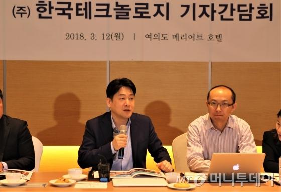 이병길 한국테크놀로지 대표가 12일 서울 여의도에서 열린 기자간담회에서 중국 스카이워스와의 전장사업에 대해 설명하고 있다.