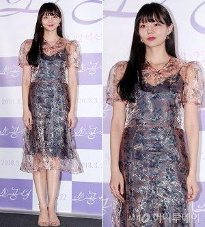 '소공녀' 이솜, 시스루 패션도 사랑스럽게…