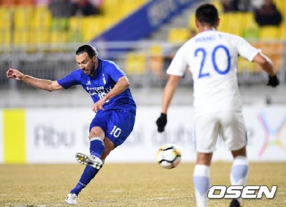 '이제는 푸른심장' 데얀 결승포, 수원 상하이에 2-0 승