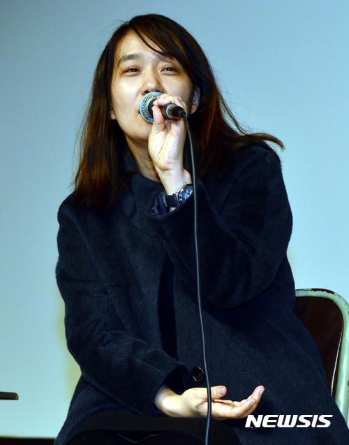 세계 3대 문학상 중 하나인 영국 맨부커 인터내셜널상(The Man Booker International Prize)을 한국인 최초로 수상한 소설가 한강. /사진제공= 뉴시스
