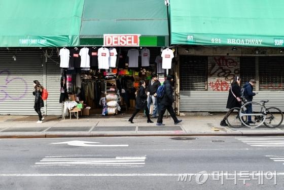 미국 뉴욕 커낼가에 오픈한 디젤의 '짝퉁 매장' 모습/사진제공=신세계인터내셔날