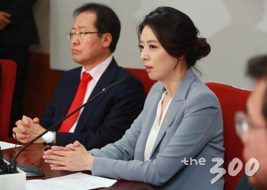자유한국당에 입당한 배현진 전 MBC 아나운서가 지난 9일 오전 서울 여의도 중앙당사에서 열린 영입인사 환영식에서 인사말을 하고 있다. /사진=이동훈 기자