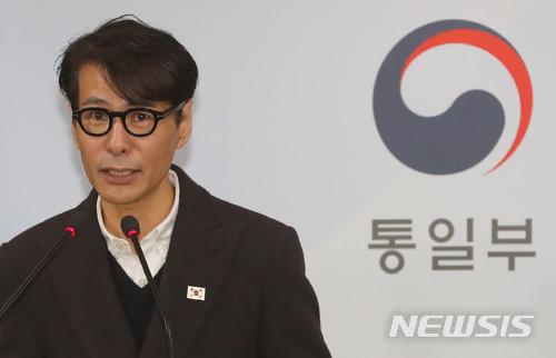 [현장+]통일부 브리핑 등장한 '윤상'…솔직 답변에 '웃음꽃'
