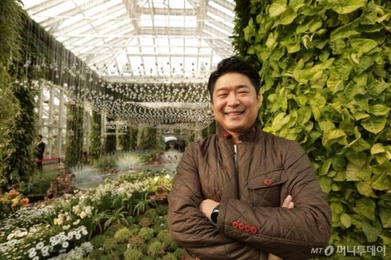 '상해 국제 꽃 박람회'에서 대상을 수상한 실내정원을 디자인한 김종보 조경사업팀 책임. /사진제공=삼성물산 리조트부문