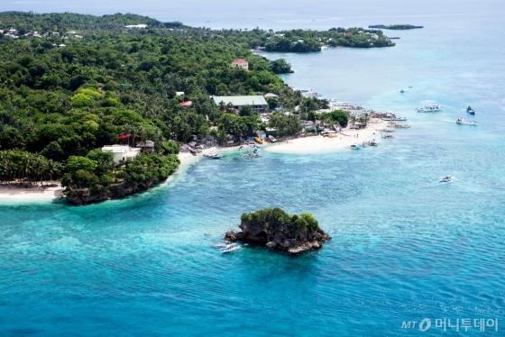 환경오염을 정비하기 위해 6개월간 폐쇄되는 보라카이 섬. /사진제공=하나투어