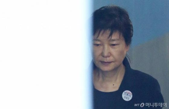 '유리몸' 박근혜 전 대통령.