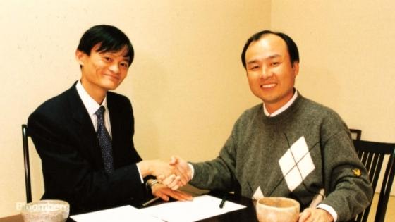 2000년 투자 계약 체결 당시 손정의 회장과 마윈 알리바바 회장/사진=블룸버그