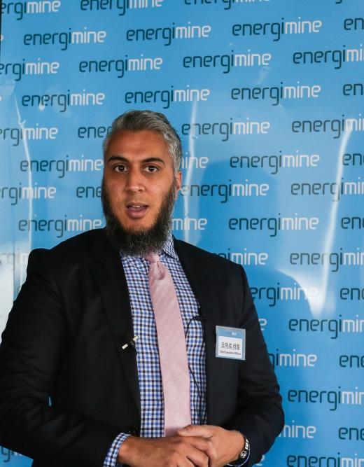 오마르 라힘 에너지마인 대표가 11일 서울 논현동 호텔 카푸치노에서 열린 기자간담회에서 사업 설명을 하고 있다. / 사진제공=에너지마인