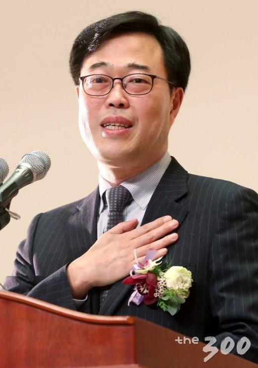 '여비서 특혜 승진'으로 논란에 휩싸인 김기식 신임 금융감독원장. /사진=홍봉진 기자