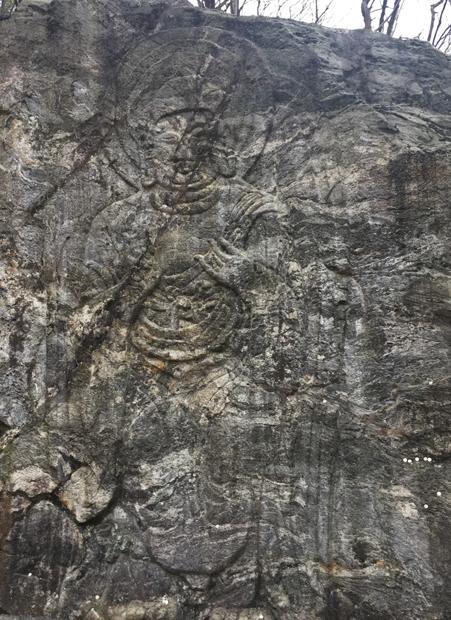 석남사에서 500m쯤 떨어진 곳에 있는 마애여래입상/사진제공= 이호준 시인·여행작가
