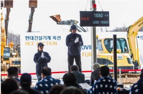 지난달 17일 충북 음성에서 열린 중고 건설장비 경매행사인 '현대건설기계 옥션' 모습./사진제공=현대건설기계