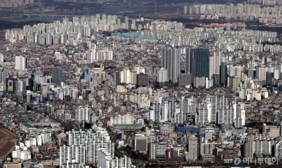 서울 송파구 롯데타워 전망대에서 바라본 강남의 아파트, 빌딩 전경. /사진제공=뉴시스<br>