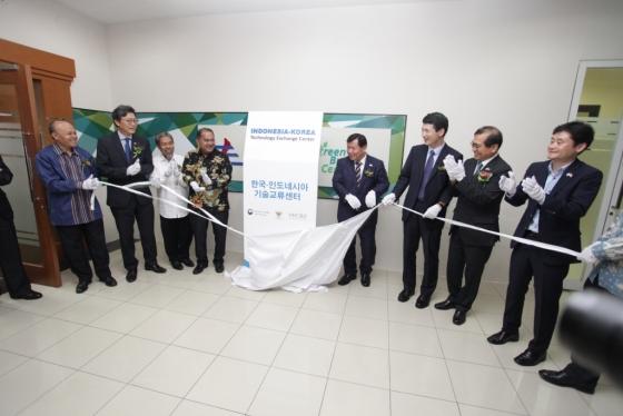 중소벤처기업부와 이노비즈협회는 16일 인도네시아에 '한-인도네시아 기술교류센터'를 열었다.
