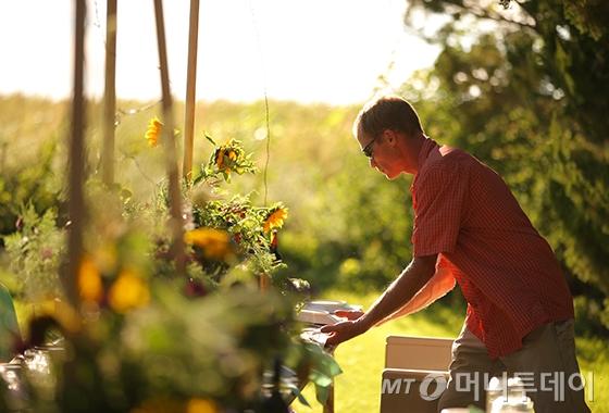 유기농 헴프 농장의 농부/사진제공=닥터 브로너스