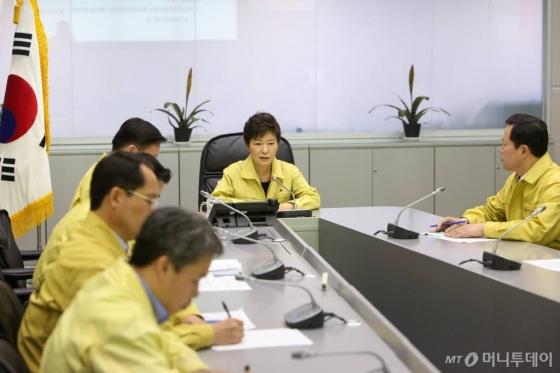 2014년 4월16일 중앙재해안전대책본본부에 나타난 朴.