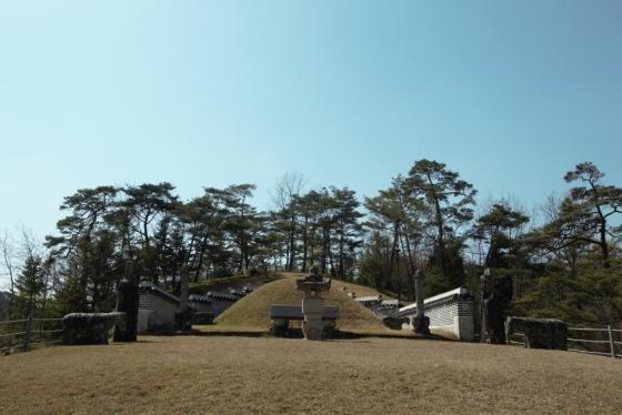 단종이 묻혀있는 장릉.