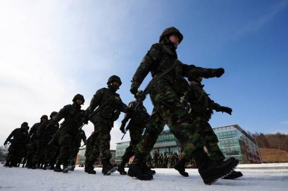 9일 충북 괴산 육군학생군사학교에서 여군 후보생들이 동계 입영훈련을 받고있다./사진=뉴스1