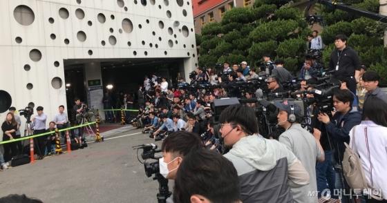 조현민 대한항공 전무의 경찰 출석을 취재하기 위해 100여명의 취재진이 1일 서울 강서경찰서에 몰렸다. /사진=김남이 기자