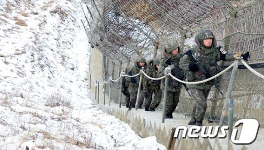 지난 15일 오후 11시40분쯤 양구 육군 모 부대에서 탈영했던 강모 일병이 무사히 부대로 복귀했다. 사진은 기사내용과 무관. /사진=뉴스1
