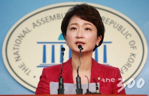 이언주 국민의당 원내수석부대표가 11일 오후 서울 여의도 국회 정론관에서 8.27 전당대회 당대표 선거 출마를 선언하는 기자회견을 하고 있다. /사진=이동훈 기자