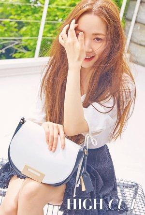 박민영의 싱그러운 여름 패션…