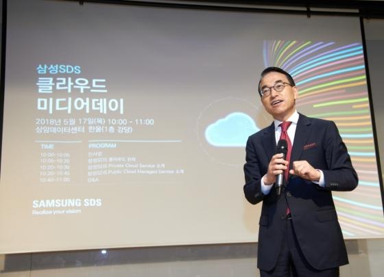 홍원표 삼성SDS 대표이사가 17일 서울 상암 데이터센터에서 자사의 멀티클라우드 서비스에 대해 소개하고 있다./사진=삼성SDS