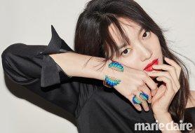 """신민아 화보, 블랙+포인트 컬러…""""독보적인 아우라"""""""