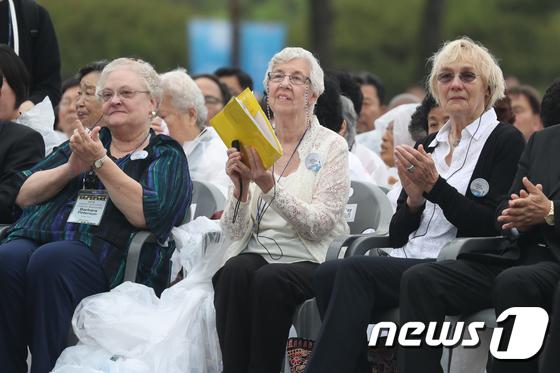 [사진]5.18 38주년 '푸른눈의 의인들'