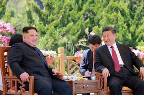 북한 노동신문이 지난 7일부터 8일까지 김정은 북한 국무위원장이 중국 다롄을 방문해 시진핑 중국 국가주석과 회동을 가졌다고 9일 보도했다.(노동신문) 2018.5.9/뉴스1  <저작권자 © 뉴스1코리아, 무단전재 및 재배포 금지>