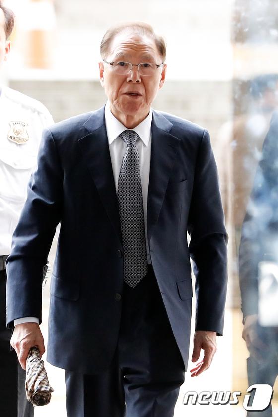 [사진]보석 석방 후 공판 출석하는 MB 집사 김백준