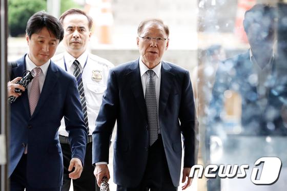 [사진]김백준 전 청와대 기획관 '보석 석방 후 공판 출석'