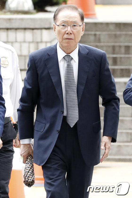 [사진]공판 출석하는 MB 집사 김백준 전 청와대 기획관