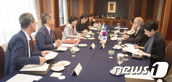 [사진]'한?EU 배출권거래제 및 지속가능발전 협력 논의중'