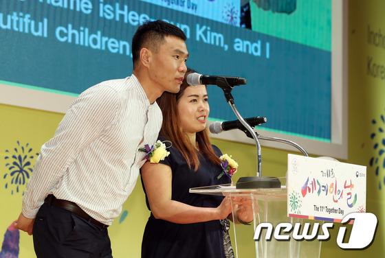 [사진]신의현 부부 '아내 귀화 생활 소감은'