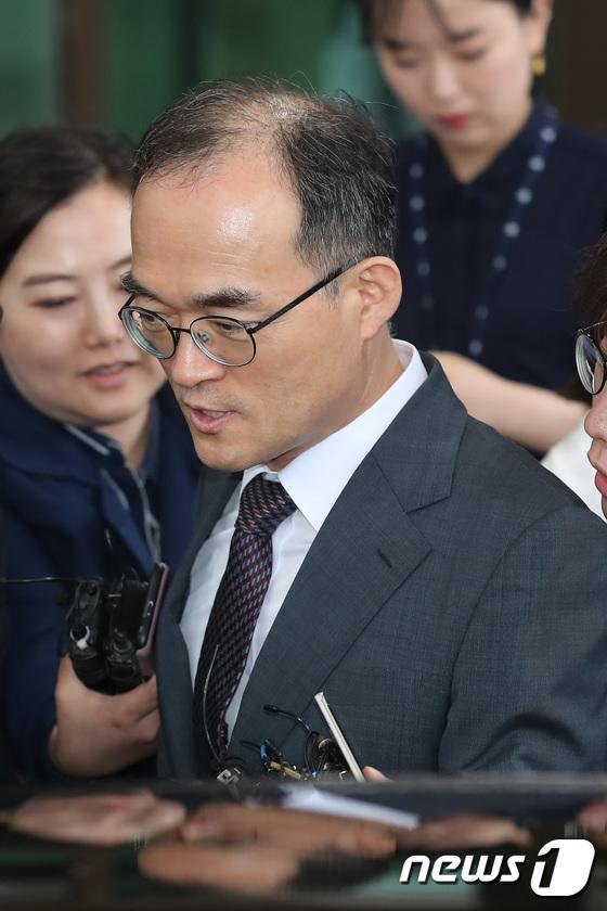 [사진]퇴근하는 문무일 검찰총장