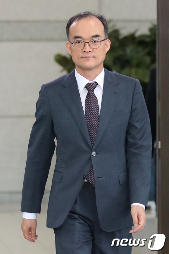 [사진]대검 나서는 문무일 검찰총장